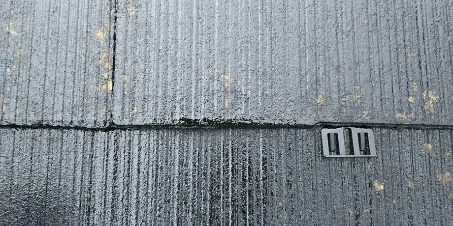 タスペーサーを差し込み排水スペースを確保