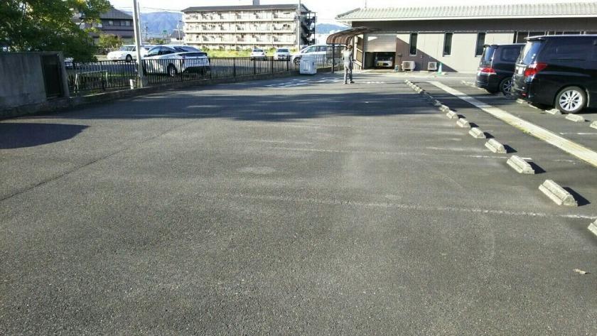 伊賀市 施設内駐車場 ライン引き工事