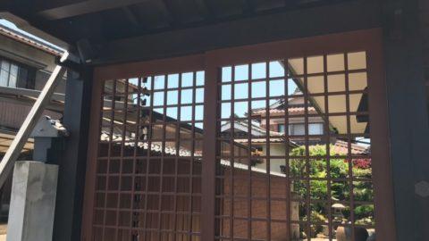 伊賀市店舗入口 数奇屋門塗装工事